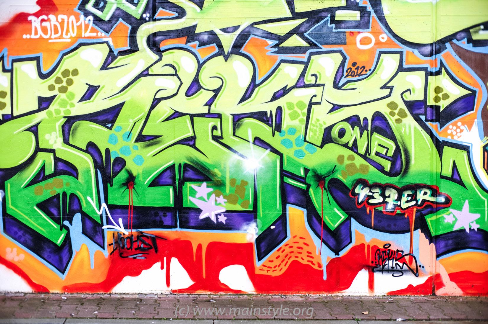 Frankfurt-Höchst_Graffiti_Süwag-Wall_2012 (7 von 35)