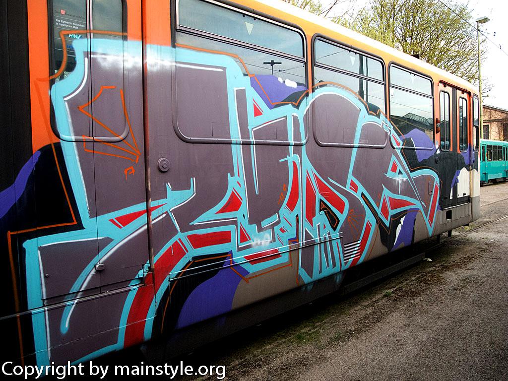 Frankfurt_Graffiti_U-Bahn_Straßenbahn_2010-2013-1152