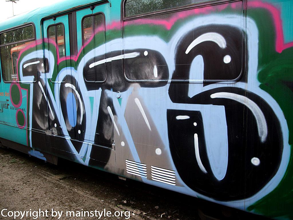Frankfurt_Graffiti_U-Bahn_Straßenbahn_2010-2013-1160