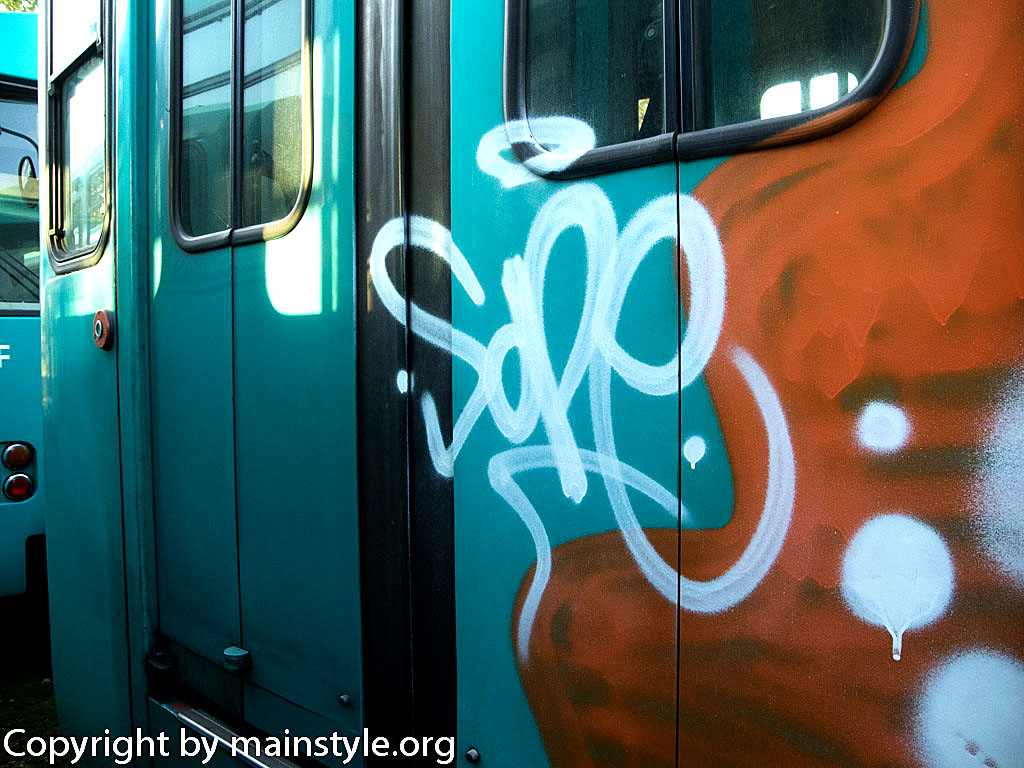 Frankfurt_Graffiti_U-Bahn_Straßenbahn_2010-2013-1235