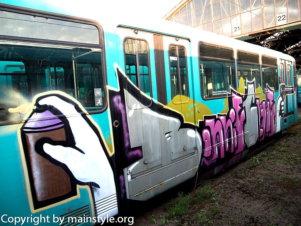 Frankfurt_Graffiti_U-Bahn_Straßenbahn_2010-2013-1247