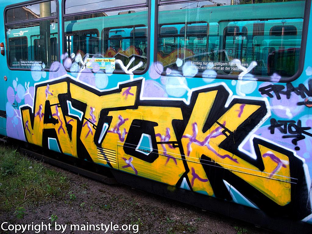 Frankfurt_Graffiti_U-Bahn_Straßenbahn_2010-2013-ATOK