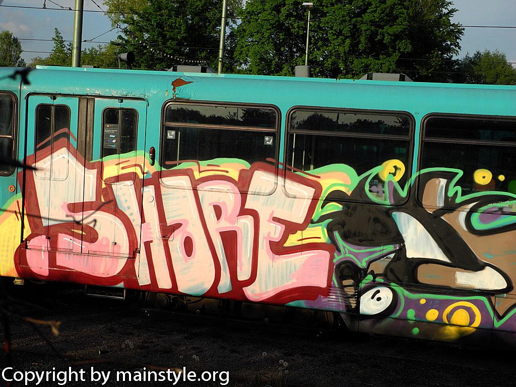 Frankfurt_Graffiti_U-Bahn_Straßenbahn_2010-2013-SHARE