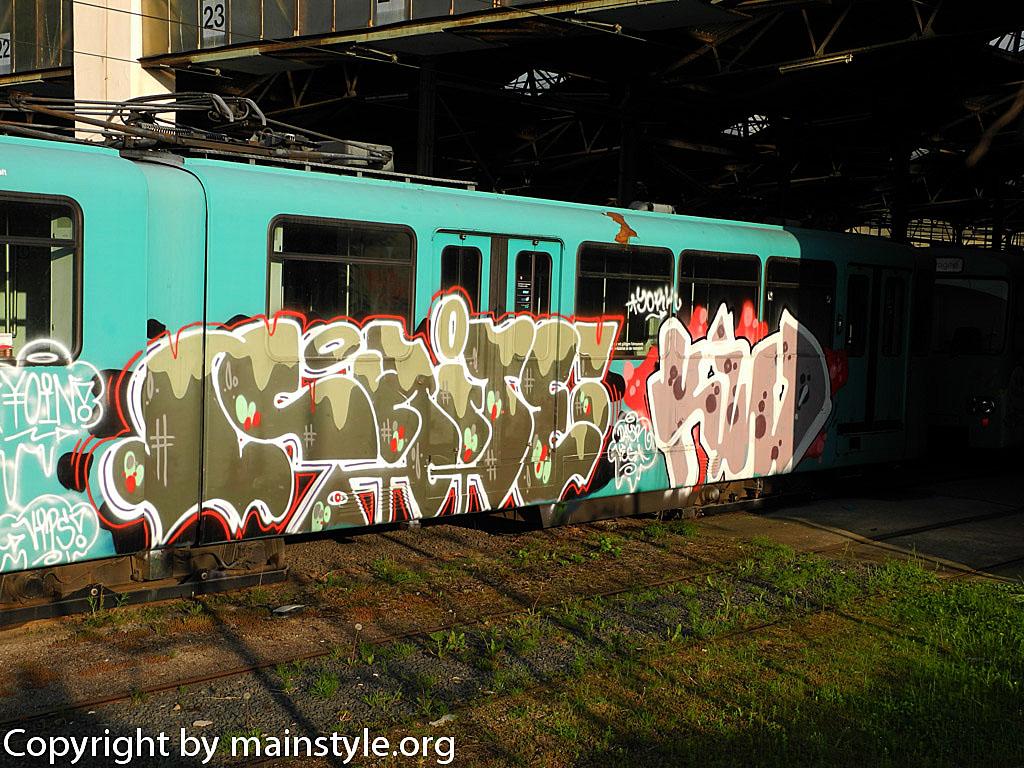 Frankfurt_Graffiti_U-Bahn_Straßenbahn_2010-2013-shite